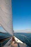 Boot in het overzees royalty-vrije stock fotografie