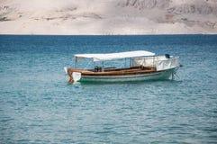 Boot in het overzees van Kroatië Stock Fotografie