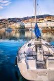 Boot im alten Hafen von Genua Stockfotos