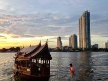 BOOT IM CHAO PHRAYA Lizenzfreie Stockbilder