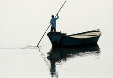 Boot im Fluss Stockfotografie