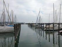 Boot im Hafen am See Stockbild