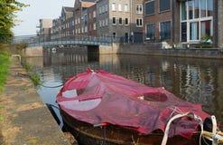 Boot im Kanal lizenzfreies stockfoto