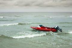 Boot im Meer lizenzfreies stockbild