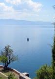 Boot im Ohrid See Lizenzfreie Stockfotos