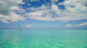 Boot im Ozean Lizenzfreies Stockbild