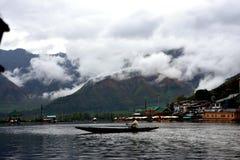 Boot im See Dal Lake, Kaschmir lizenzfreie stockbilder