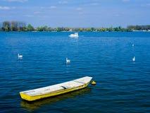 Boot im Wasser Lizenzfreie Stockbilder