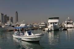 Boot in Jachthaven op manier aan Failaka-eiland Stock Afbeelding