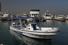 Boot in Jachthaven op manier aan Failaka-eiland stock foto