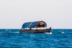 Boot in Meer Lizenzfreie Stockfotografie