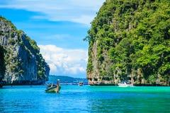 Boot in Meer Krabi Thailand MAYA Bay Phi Phi Islandss Andaman stockbild