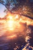 Boot in meer, zonsopgang stock afbeeldingen