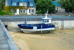 Boot mit Ebbe stockfotos