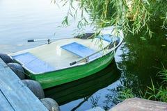 Boot mit Rudern stockfotografie