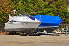 Boot mit Shrinkverpackung Stockbilder