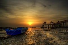 Boot mit Sonnenaufgangansicht Stockbilder