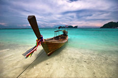 Boot nahe dem Strand Stockbild