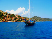 Boot nahe der türkischen Küste Stockbild