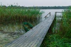 Boot nahe Pier Stockfotografie