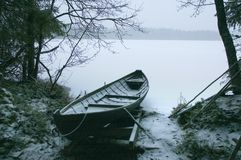 Boot onder sneeuw Royalty-vrije Stock Afbeeldingen