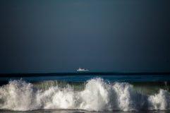 Boot op de horizon Stock Foto's