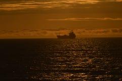 Boot op de horizon royalty-vrije stock fotografie