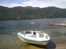 Boot op de kust Royalty-vrije Stock Foto