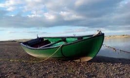 Boot op de kust Royalty-vrije Stock Afbeelding
