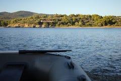 Boot op de overzeese kust Royalty-vrije Stock Foto