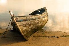 Boot op de rivier. Stock Foto