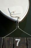 Boot op een dok Stock Afbeeldingen