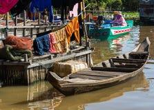 Boot op een meer in Kambodja Stock Afbeeldingen