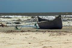 Boot op een strand Royalty-vrije Stock Afbeeldingen