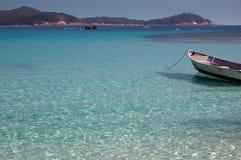 Boot op het blauwe overzees Stock Foto