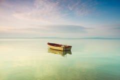 Boot op het meer Royalty-vrije Stock Foto's