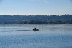 Boot op het meer, Angera VA royalty-vrije stock fotografie