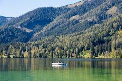 Boot op het meer Erlaufsee, Mariazell, Oostenrijk royalty-vrije stock afbeeldingen