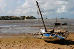 Boot op het strand Stock Afbeelding