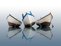 Boot op kalm water stock afbeelding