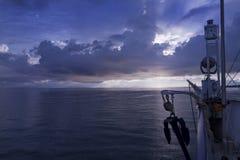 Boot op Meer Leman. Zwitserland. Zonsondergang Royalty-vrije Stock Afbeelding