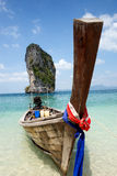 Boot op mooi strand in Thailand Royalty-vrije Stock Fotografie