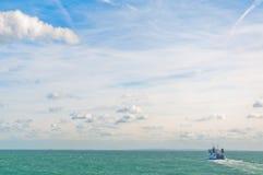 Boot op oceaan Royalty-vrije Stock Afbeeldingen