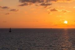 Boot op open zee Royalty-vrije Stock Foto's