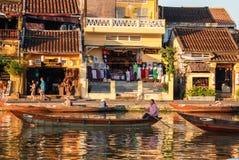 Boot op rivier in Hoi An, Vietnam Stock Foto