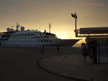 boot, overzees, zonsondergang, vakantie, reis, vrede, familie, ervaring, meditatie, watervliegtuig stock afbeeldingen