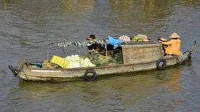 Boot in Phong Dien Floating Market stock foto