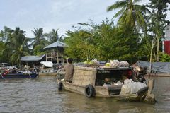 Boot in Phong Dien Floating Market royalty-vrije stock afbeelding