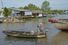 Boot in Phong Dien Floating Market royalty-vrije stock foto's