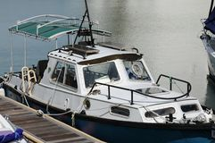 Boot am Pier Lizenzfreies Stockfoto